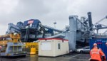 Op drift geslagen schip botst tegen havenkraan: enorme ravage in Antwerps dok