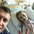 Axel Merckx postte eerder dit jaar op zijn Instagram-account nog een selfie met Athina na haar geslaagde operatie.