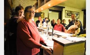 """Paulette (75) is al een halve eeuw cafébazin: """"Soms kwamen klanten me op het veld roepen als ze dorst hadden"""""""
