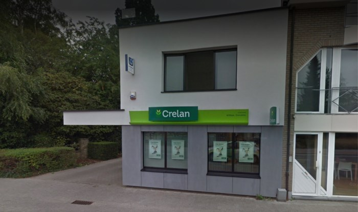 Overvallers duwen bankdirecteur binnen, maar vluchten weg zonder buit