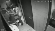 Vrouw (24) getuigt over aanranding op toilet café, politie zoekt dader: