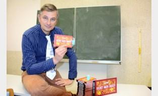Leraar Filip (52) laat jongeren wiskundige goocheltrucjes uitvoeren en stuurt ze daarvoor naar de kust