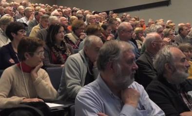 """Gepensioneerden volgen les aan """"Universiteit Derde Leeftijd"""" in Kortrijk: """"Blij dat ik geen examens moet afleggen"""""""