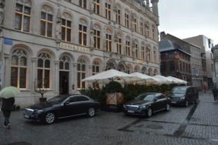 """De Sultan van Oman mag dan toch parkeren op de autovrije Grote Markt van Leuven: """"Twee wagens, niet meer"""""""