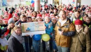 """VIDEO. Leerlingen en leerkrachten stappen duizenden euro's samen voor Wout (10): """"Dit grijpt me aan"""""""