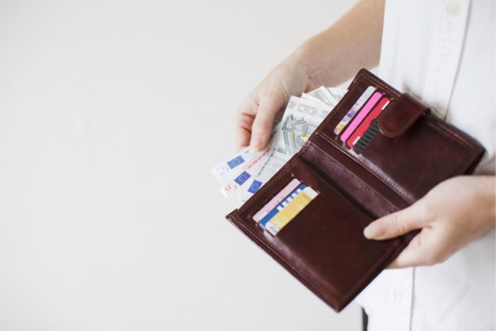 Belg verdient gemiddeld 3.558 euro per maand. Maar in welke sectoren verdien je het meest en wie kreeg het meeste opslag?