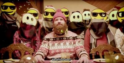 """Pastoor rapt kerstboodschap in opvallende videoclip: """"Ik zette de jongeren een masker op, om hen te beschermen"""""""