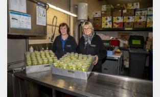 Kringwinkel start 'bib' voor herbruikbare bekers, en zelf afwassen is niet nodig