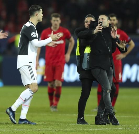 IN BEELD. Fans bestormen Cristiano Ronaldo, eentje krijgt de Juventus-ster boos
