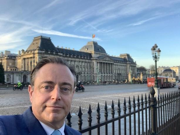 """Bart De Wever (N-VA) reageert op aanstelling Coens (CD&V) en Bouchez (MR): """"Paars-groene piste hopelijk van de baan"""""""