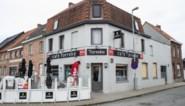 Met enkele uren verschil werden twee ramen café Torreke ingegooid