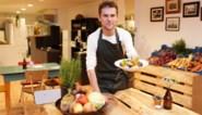 """Karel (27) kookt in pop-up boerenkost met groenten recht van het veld: """"Winkelrekken zitten vol bewerkt voedsel"""""""