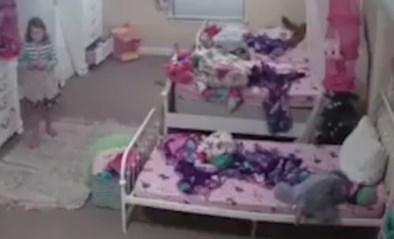"""Meisje (8) schrikt zich rot wanneer ze plots iemand """"ik ben de Kerstman"""" hoort zeggen in haar lege slaapkamer"""
