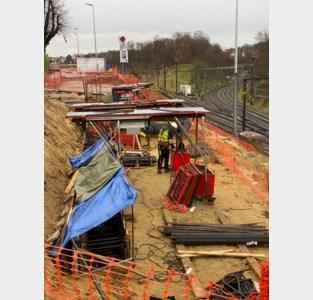 Fundering Parkwegbrug handmatig uitgegraven