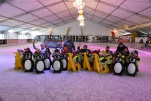 Kinderen tuk op een van grootste overdekte ijspistes van het land