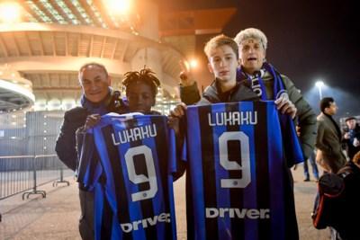 """Onze man ging in Milaan de populariteit van Lukaku polsen en botste op een hype: """"Ronaldo is een barbie, Lukaku is een vent"""""""