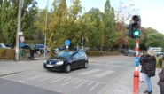 Wie te snel rijdt aan de schoolpoort, krijgt meteen een rood licht voor zijn neus