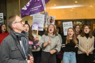 UGent schorst KVHV voor twee maanden na seksistische Hoeyberghs-lezing