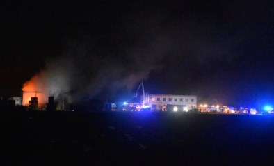 Tweede brand in week tijd in palettenbedrijf in Meulebeke: loods in lichterlaaie