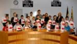 Foto. Leerlingen Techniekacademie gaan prat op ontvangen diploma