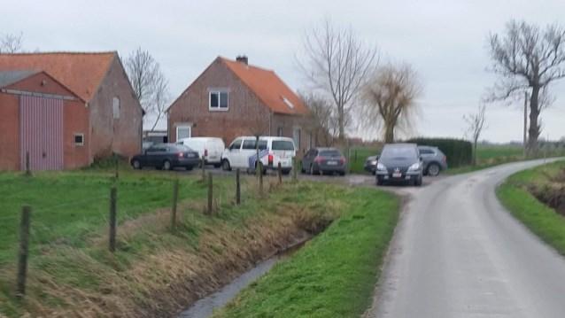 Drugslabo's ontdekt in stallen van West-Vlaamse boerderijen, politie treft ook illegalen aan