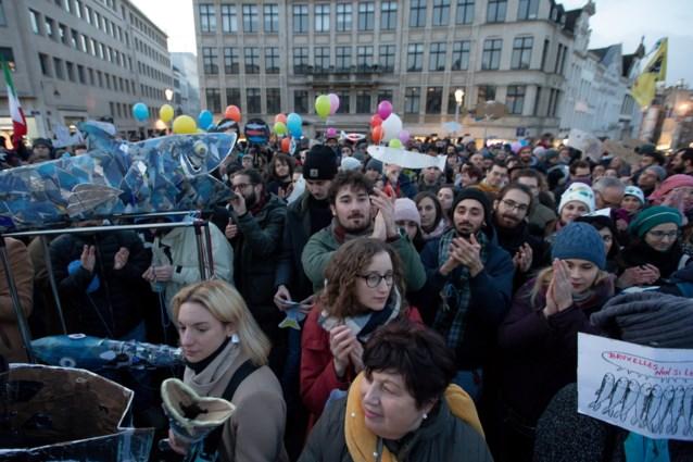 250-tal 'Sardienen' betogen tegen Salvini en populisme op Albertinaplein