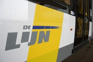 Tram weggesleept na defecte bovenleiding