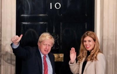 Het 24 jaar jongere 'brein' achter Boris Johnson, die de Britse premier onder de duim houdt: first girlfriend Carrie Symonds