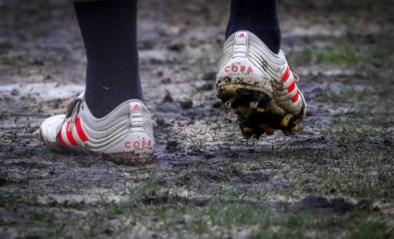 Veld van Standard ligt er barslecht bij tegen Anderlecht: bal stuitert alle kanten op