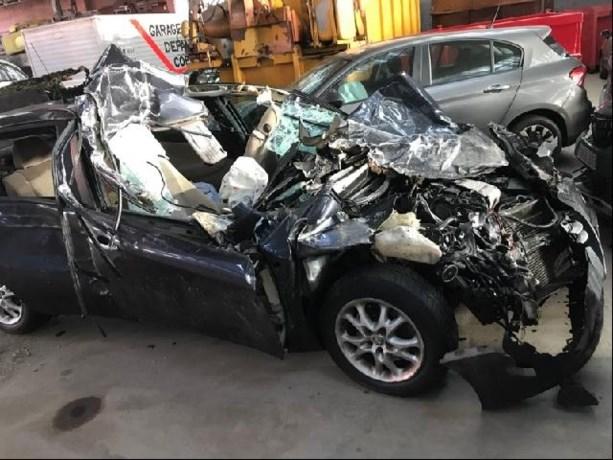 Vier jongeren zwaargewond na crash op vrachtwagen op E17