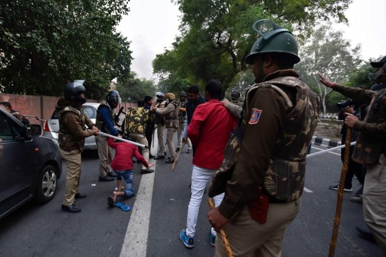 Tientallen gewonden bij gewelddadig protest tegen burgerschapswet in New Delhi