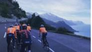 """Een trainingsrit van meer dan driehonderd kilometer in december? """"Fysiek weinig zinvol, maar er zit wel een boodschap achter"""""""