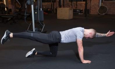 Stevige buik- en onderrugspieren met de bird dog: onze fitcoach doet het voor