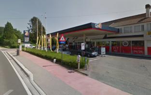 Uitbater uur lang vastgebonden bij gewapende overval op tankstation