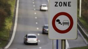 Speurders moeten LEZ-vignet voor hun verouderde dienstwagens zelf voorschieten