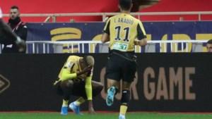 Zorgen om Victor Osimhen, het gewezen goudhaantje van Charleroi: spits na goal afgevoerd naar ziekenhuis