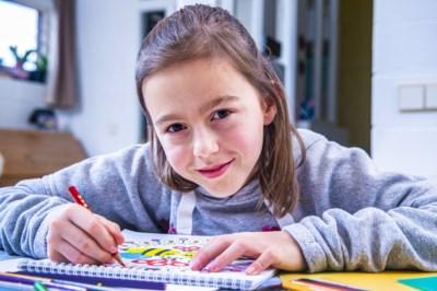 """Maïte (9) tekende de kerstkaarten van premier Wilmès: """"Mijn mond viel open toen ze vertelde wie ze was"""""""