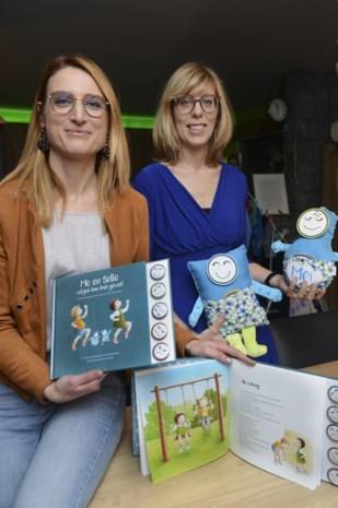 Buurvrouwen Elfi en Lieve laten 'Emobellies' nu ook hoofdrol spelen in boek