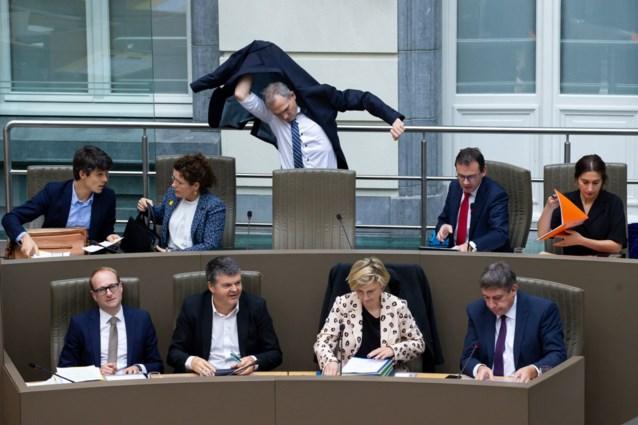 Loonsverlaging voor Vlaamse parlementsleden, maar niet voor ministers