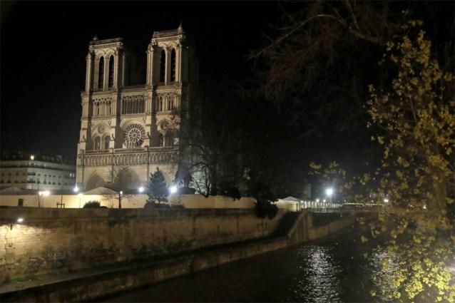 Zelfs tijdens de Wereldoorlogen was er een kerstviering in de Notre-Dame, maar nu voor het eerst sinds 1803 niet
