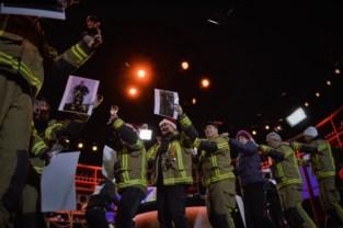 """Brandweermannen eren overleden collega met gin-tonic en polonaise: """"Jens wou al 5 jaar op het podium geraken, nu is hij er eindelijk bij"""""""