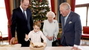 Vier generaties Britse royals maken samen kerstpudding, maar had jij deze details opgemerkt?