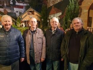 Wie volgt deze zeventigers op voor bouw van unieke kerststallen?