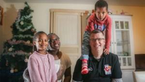 """Coach van basketbaltopclub Charleroi zet carrière on hold om ziek zoontje bij te staan: """"Ik was kapot toen ik hem na die eerste chemo zag… En dan moest ik naar de match"""""""