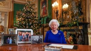 Een staaltje Photoshop? Waarom geen plaats bij de Queen? Vragen rond kerstkaartje prins Harry en Meghan Markle