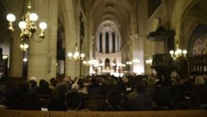 Eerste keer sinds 1803 geen kerstviering in Notre-Dame: aartsbisschop spreekt gelovigen toe in circustent