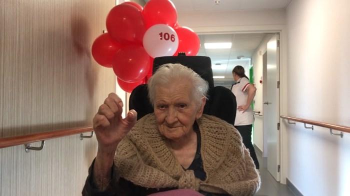 """Het geheim van Julia (106), oudste kerstkind van West-Vlaanderen: """"Ik heb altijd mijn gedacht gedaan"""""""