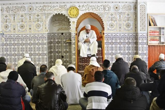 """Eerste imamopleiding in ons land """"omdat het belangrijk is te weten wat imams in spe studeren"""""""