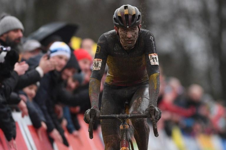 """Mathieu van der Poel bibbert na in Namen, zorgen om Toon Aerts na val: """"Moeilijk om hier foutloos te blijven"""""""