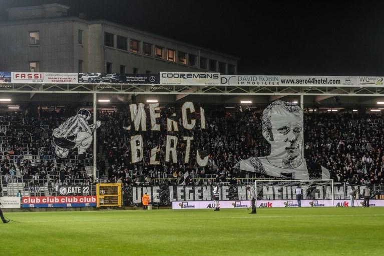 Ontroerend: kleinzoon eert overleden clubicoon van Charleroi door… op een bal te gaan zitten
